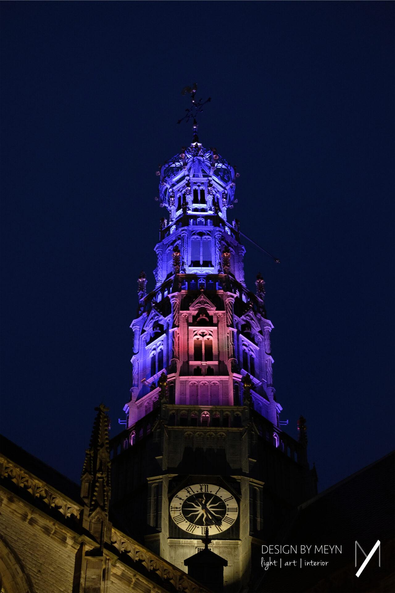lichtkunst toren Grote of St.-Bavo Kerk Haarlem, seizoen lente